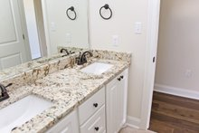 Southern Interior - Bathroom Plan #430-183