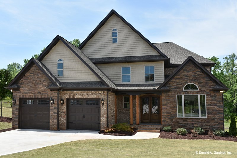 Traditional Style House Plan - 4 Beds 3.5 Baths 2678 Sq/Ft Plan #929-612 Exterior - Front Elevation