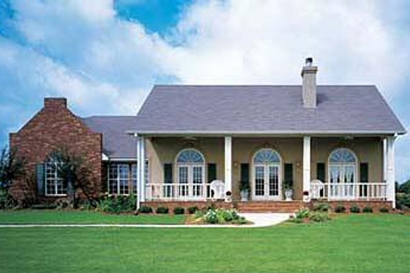 Southern Style House Plan - 4 Beds 3 Baths 2400 Sq/Ft Plan #320-139 Exterior - Front Elevation