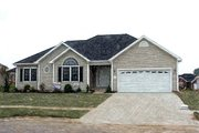 Traditional Style House Plan - 3 Beds 2 Baths 1526 Sq/Ft Plan #412-139
