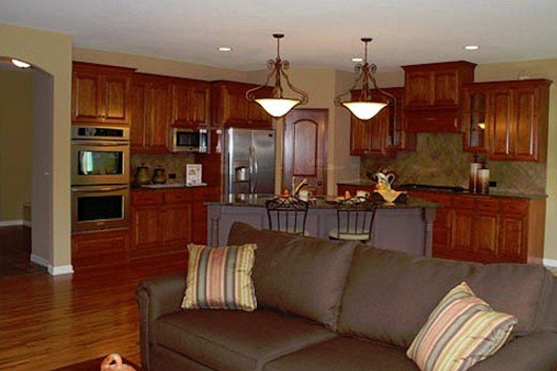 Traditional Photo Plan #320-500 - Houseplans.com