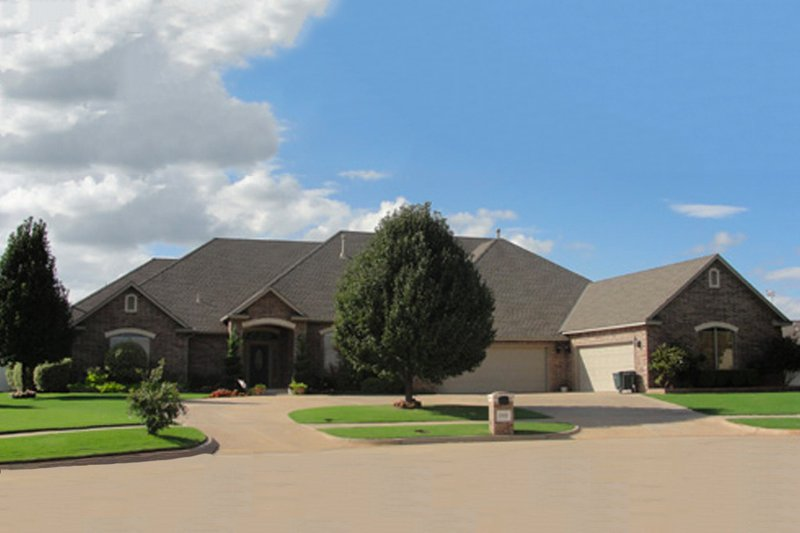 Traditional Style House Plan - 4 Beds 3.5 Baths 4500 Sq/Ft Plan #65-243 Exterior - Front Elevation
