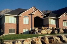Home Plan - Traditional Exterior - Front Elevation Plan #5-115