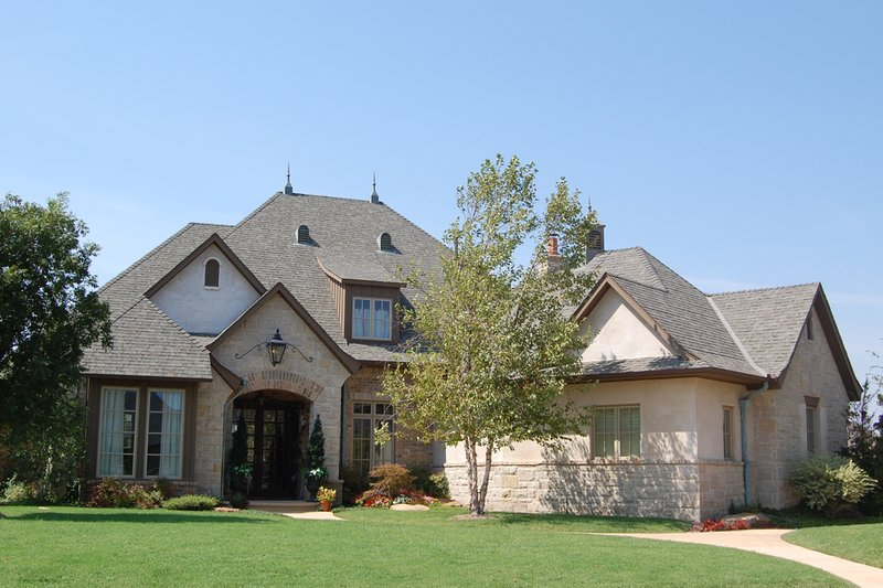 European Style House Plan - 4 Beds 3.5 Baths 3878 Sq/Ft Plan #310-342 Exterior - Front Elevation