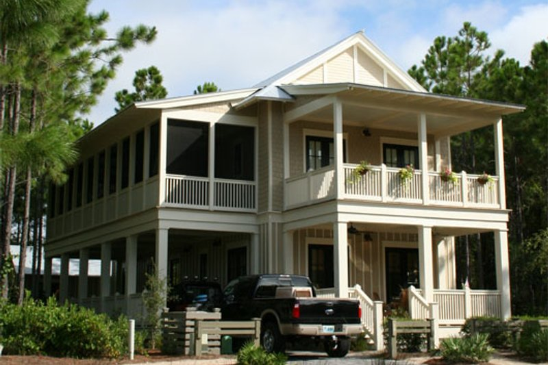 Beach Style House Plan - 4 Beds 4.5 Baths 2359 Sq/Ft Plan #443-9 Exterior - Front Elevation