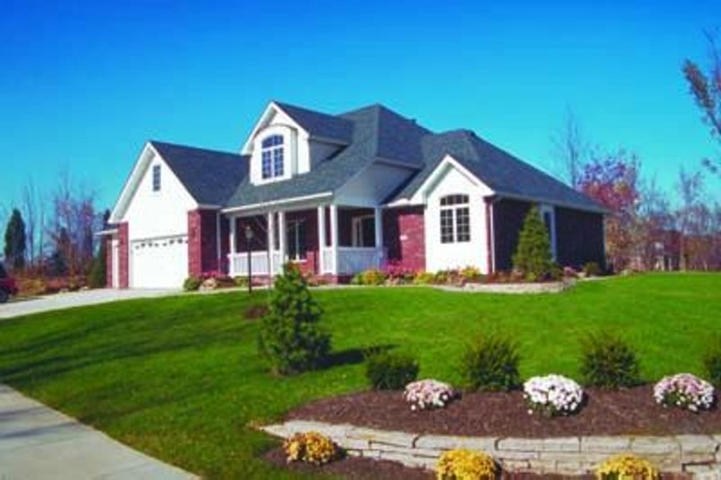 Traditional Exterior - Front Elevation Plan #20-808 - Houseplans.com