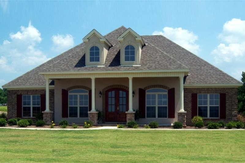 Home Plan - Southern Exterior - Front Elevation Plan #63-370