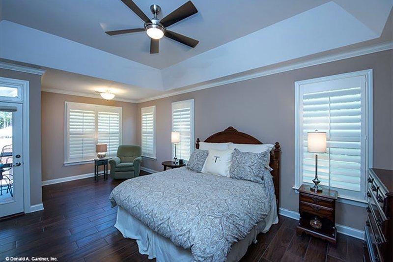 Craftsman Interior - Master Bathroom Plan #929-7 - Houseplans.com