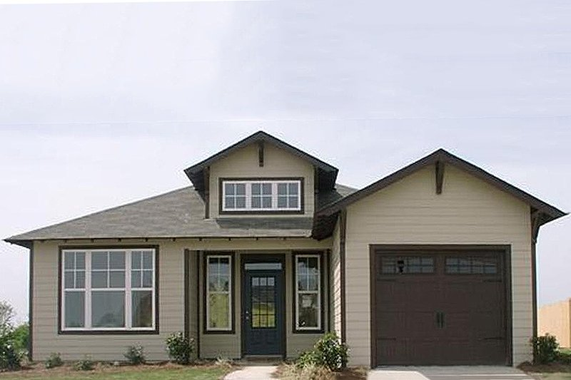 Traditional Style House Plan - 2 Beds 2 Baths 1389 Sq/Ft Plan #63-150 Exterior - Front Elevation