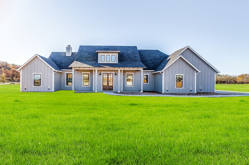 House Design - Farmhouse Photo Plan #1074-10
