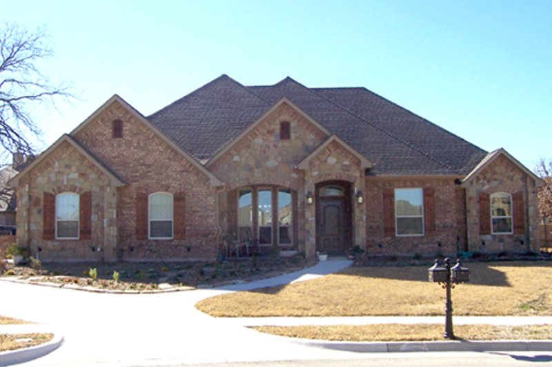 Traditional Exterior - Front Elevation Plan #84-501 - Houseplans.com