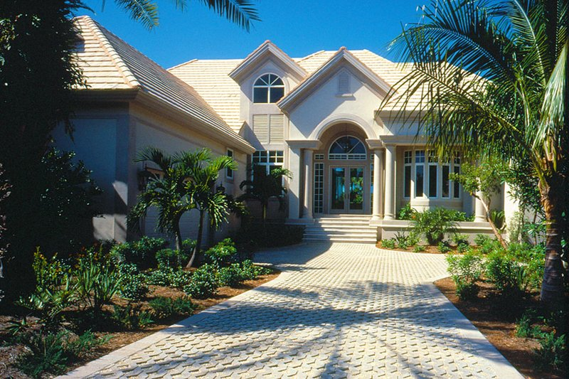 Mediterranean Style House Plan - 4 Beds 5 Baths 4633 Sq/Ft Plan #930-106 Exterior - Front Elevation