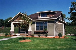 Bungalow Exterior - Front Elevation Plan #51-343