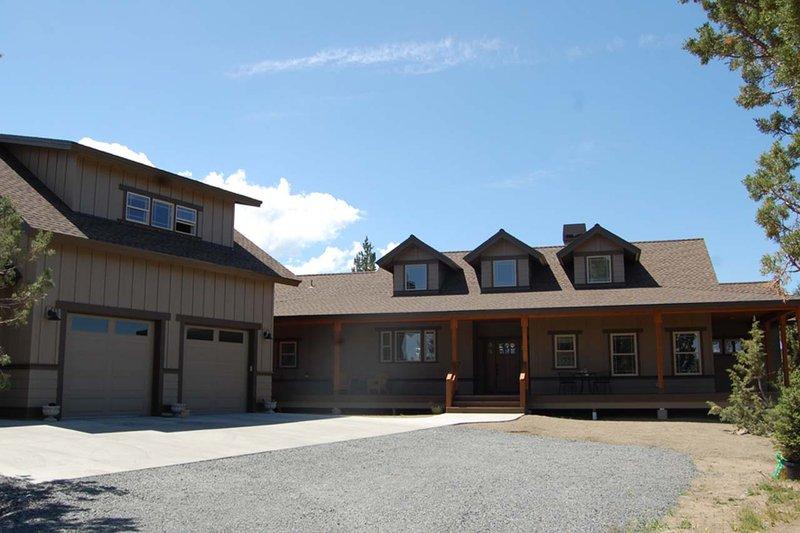 Dream House Plan - Craftsman Exterior - Front Elevation Plan #895-19