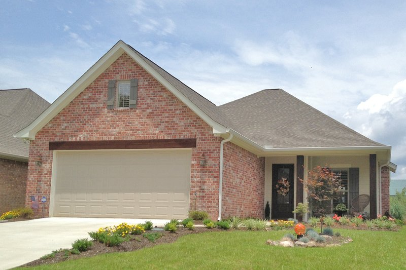 Country Style House Plan - 3 Beds 2 Baths 1625 Sq/Ft Plan #430-97 Exterior - Front Elevation