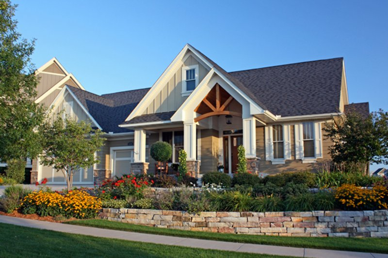 Craftsman Style House Plan - 3 Beds 2.5 Baths 3138 Sq/Ft Plan #51-450 Exterior - Front Elevation