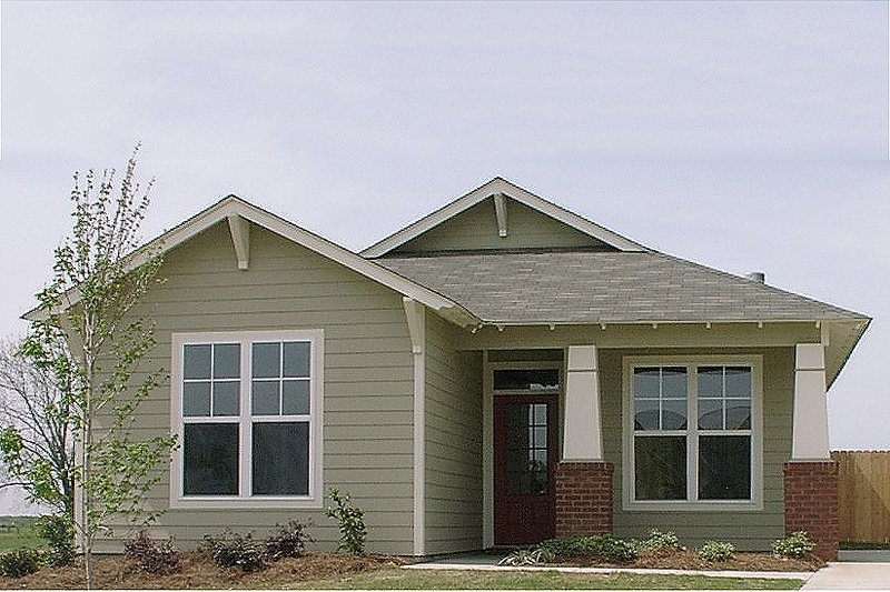 Cottage Style House Plan - 2 Beds 2 Baths 1205 Sq/Ft Plan #63-145 Exterior - Front Elevation