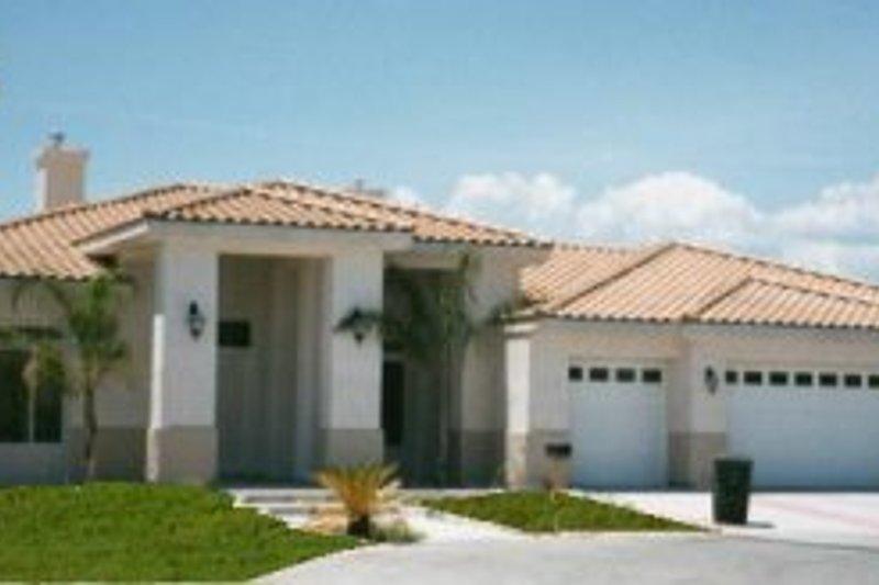 Adobe / Southwestern Style House Plan - 4 Beds 3 Baths 3482 Sq/Ft Plan #1-832