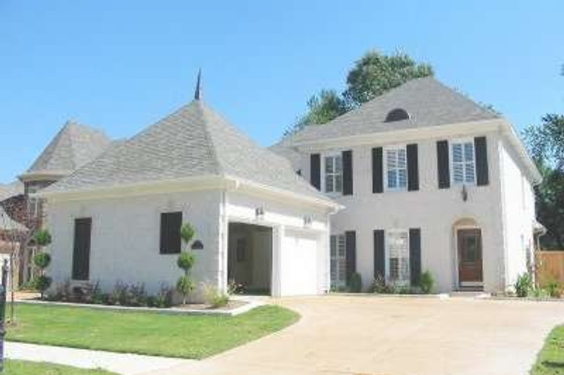 Colonial Style House Plan - 4 Beds 2.5 Baths 3048 Sq/Ft Plan #81-1485 Exterior - Front Elevation