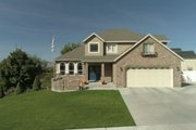 Traditional Style House Plan - 3 Beds 2.5 Baths 2026 Sq/Ft Plan #1060-49