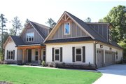 Traditional Style House Plan - 4 Beds 3 Baths 2899 Sq/Ft Plan #927-6 Exterior - Front Elevation