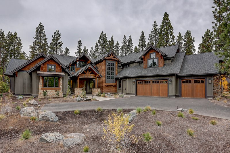 Craftsman Style House Plan - 4 Beds 5.5 Baths 4412 Sq/Ft Plan #892-28 Exterior - Front Elevation