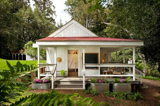 Farmhouse Exterior - Front Elevation Plan #889-3
