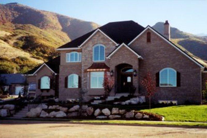 House Plan Design - European Exterior - Front Elevation Plan #5-202