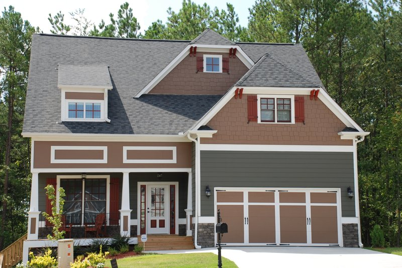 Craftsman Style House Plan - 4 Beds 3 Baths 2533 Sq/Ft Plan #419-203 Photo