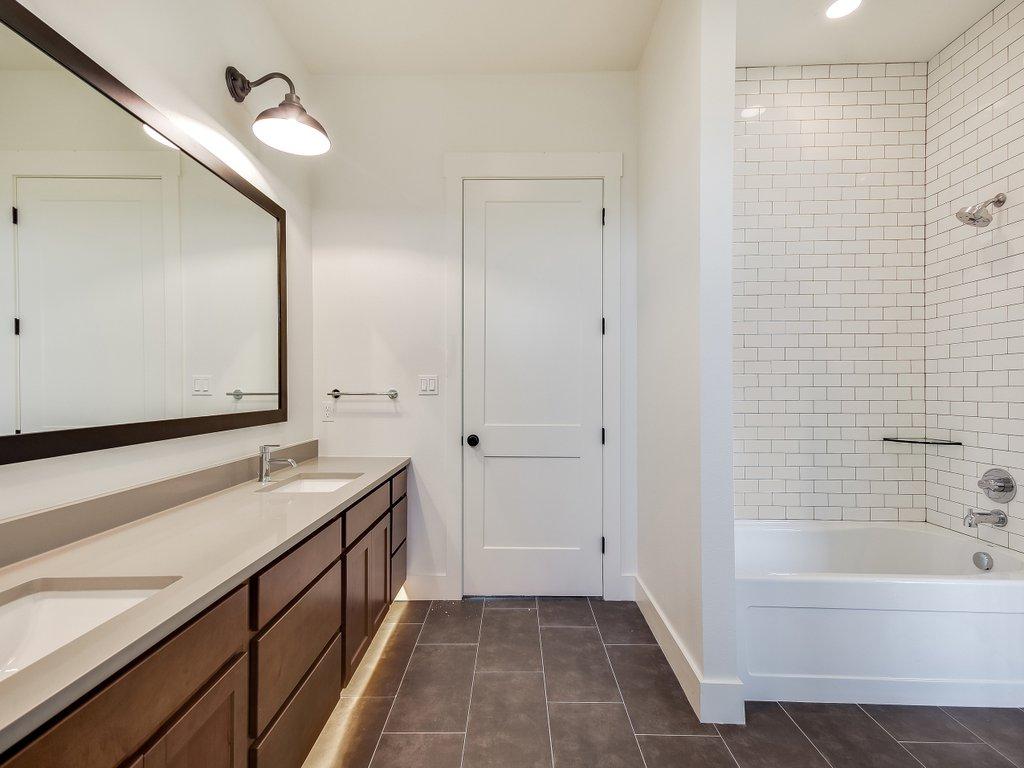 Craftsman Style House Plan - 5 Beds 3.5 Baths 3311 Sq/Ft Plan #430 ...