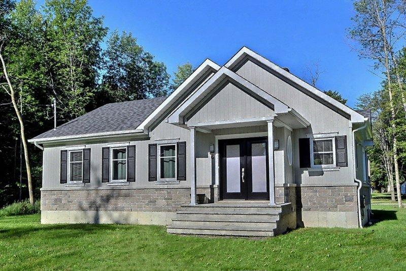 House Plan Design - Ranch Exterior - Front Elevation Plan #23-2678