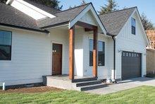 House Plan Design - Craftsman Exterior - Front Elevation Plan #1070-25