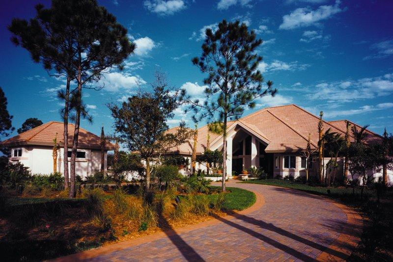 House Plan Design - Contemporary Exterior - Front Elevation Plan #930-108