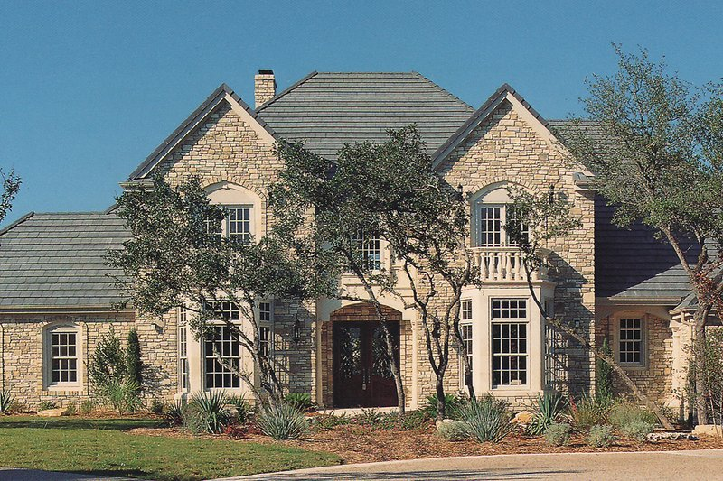 Dream House Plan - Traditional Exterior - Front Elevation Plan #935-16