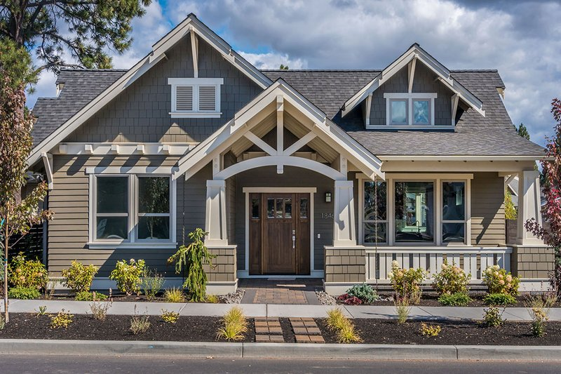 Craftsman Style House Plan - 3 Beds 2 Baths 1715 Sq/Ft Plan #895-58 Exterior - Front Elevation