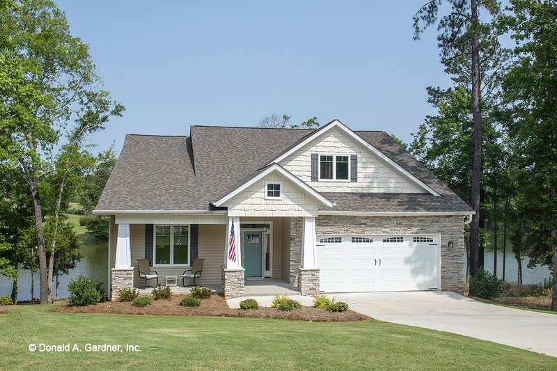 Craftsman Exterior - Front Elevation Plan #929-916