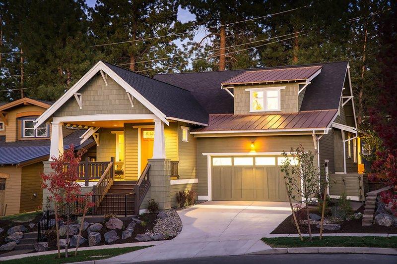 Dream House Plan - Craftsman Exterior - Front Elevation Plan #895-44