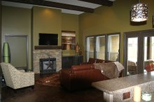 Home Plan - Craftsman style home, Great Room photo