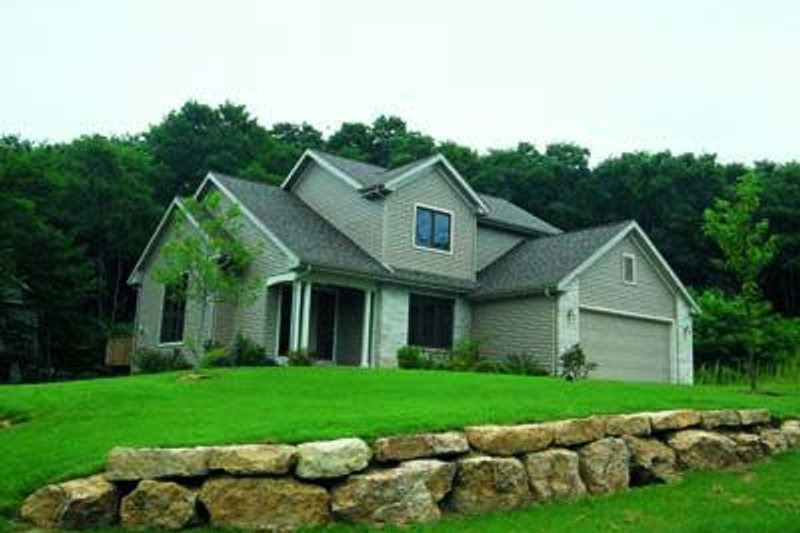 Traditional Exterior - Front Elevation Plan #20-506 - Houseplans.com