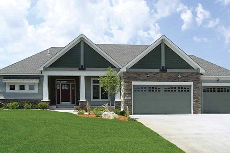 Craftsman Exterior - Front Elevation Plan #320-496