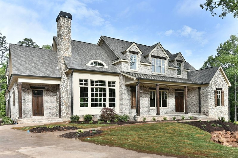 Traditional Style House Plan - 4 Beds 3.5 Baths 3306 Sq/Ft Plan #927-43 Exterior - Front Elevation