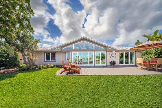 2500 square foot beach home