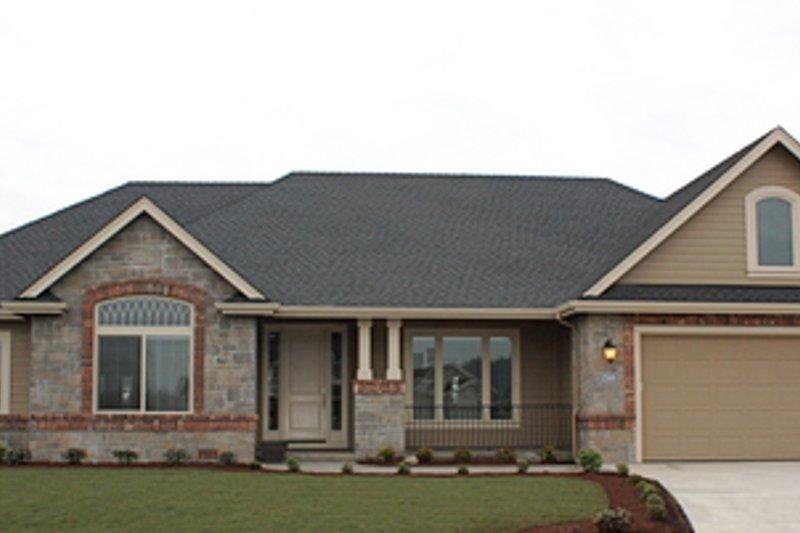 Craftsman Exterior - Front Elevation Plan #124-779