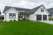 Farmhouse Style House Plan - 3 Beds 2 Baths 1690 Sq/Ft Plan #1070-21 Exterior - Front Elevation