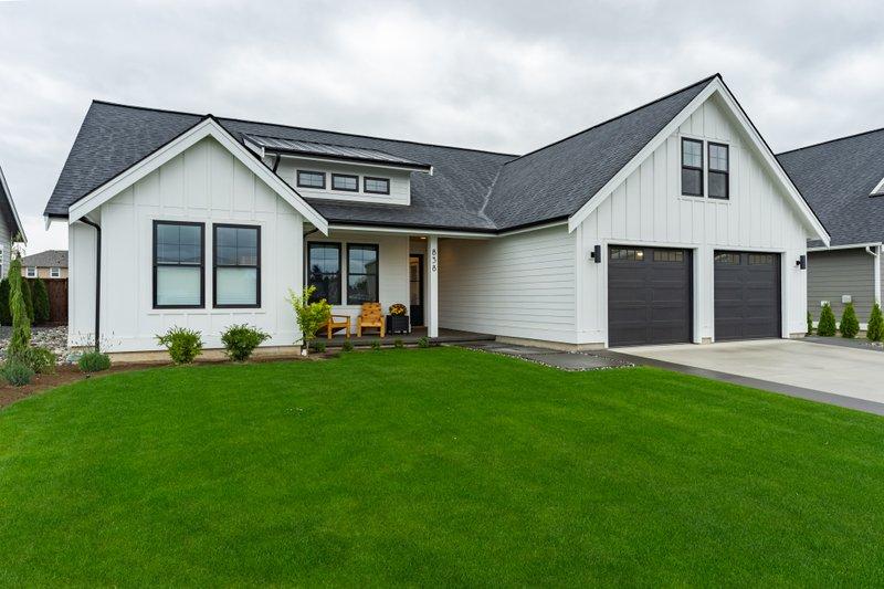 House Design - Farmhouse Exterior - Front Elevation Plan #1070-21