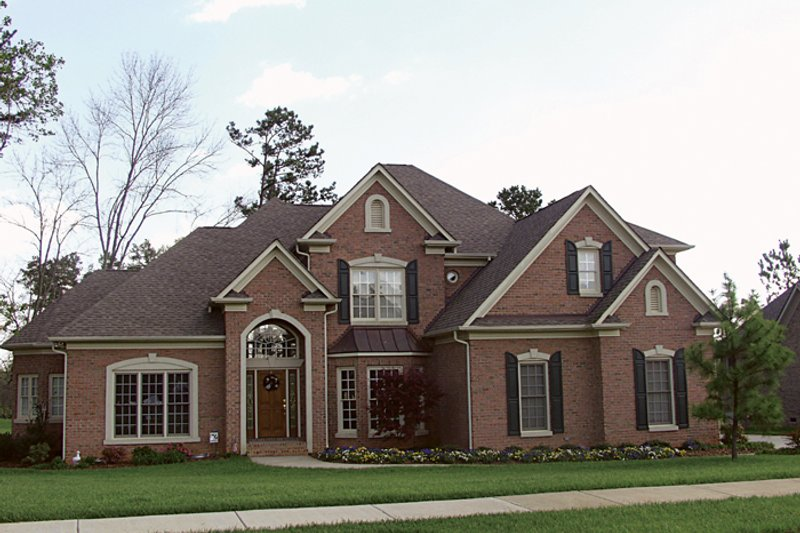 Traditional Style House Plan - 5 Beds 4.5 Baths 3806 Sq/Ft Plan #453-32 Exterior - Front Elevation