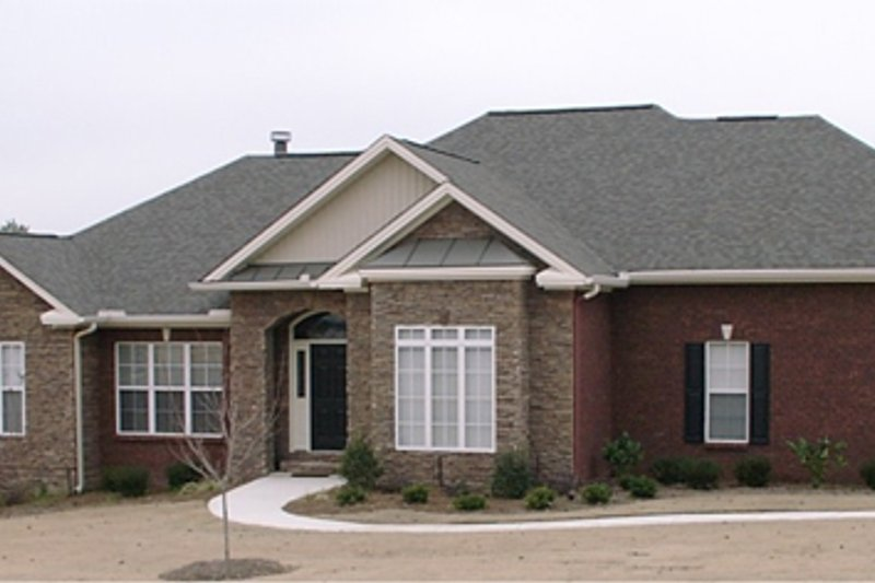 Traditional Style House Plan - 4 Beds 2.5 Baths 2432 Sq/Ft Plan #63-287 Exterior - Front Elevation