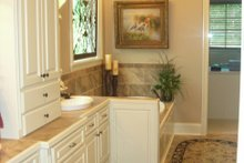 Craftsman Interior - Master Bathroom Plan #430-148