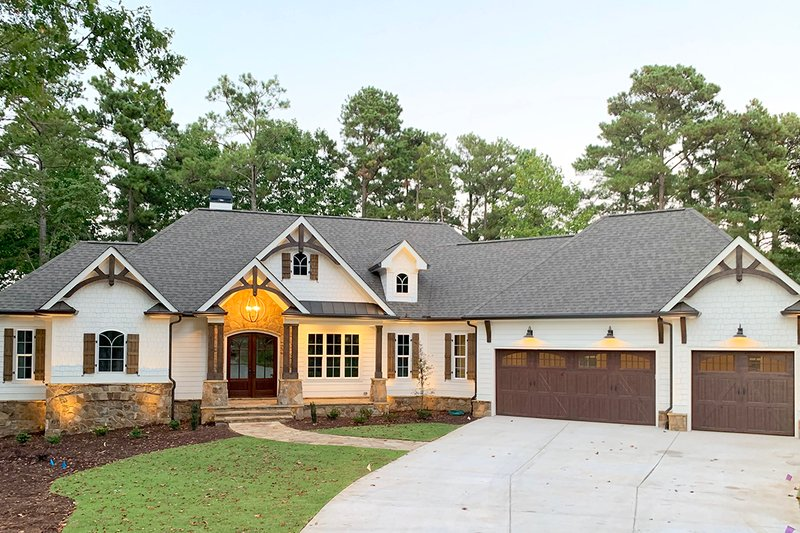 Craftsman Style House Plan - 4 Beds 4 Baths 3869 Sq/Ft Plan #437-104 Exterior - Front Elevation