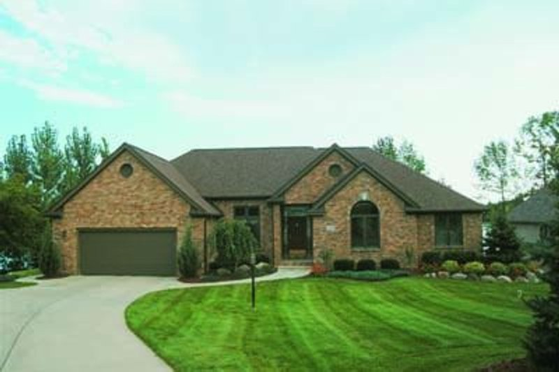 Traditional Exterior - Front Elevation Plan #20-662 - Houseplans.com